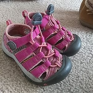 Toddler size 8 Keen pink sandals